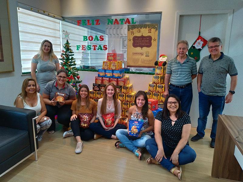 Campanha de Natal da Uniodonto Maringá arrecada panetones para a Apae